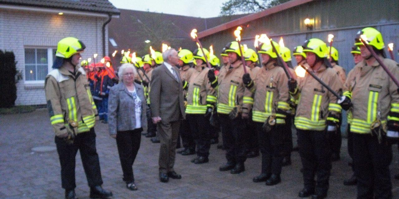 Feuerwehr Pinneberg rückte zur Goldenen Hochzeit aus