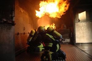 """Fortbildung """"Heiße Übung mit echtem Feuer in Brandsimulationsanlage"""""""