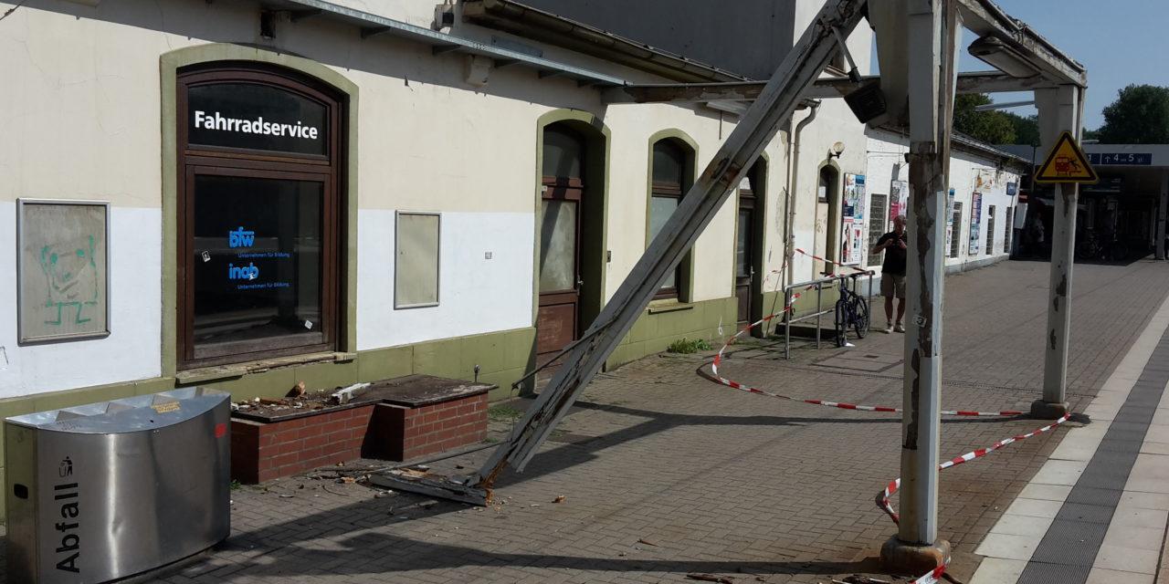 Bahnsteigüberdachung eingestürzt