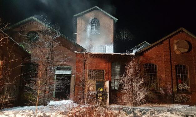 Feuer in ehemaliger Industriehalle