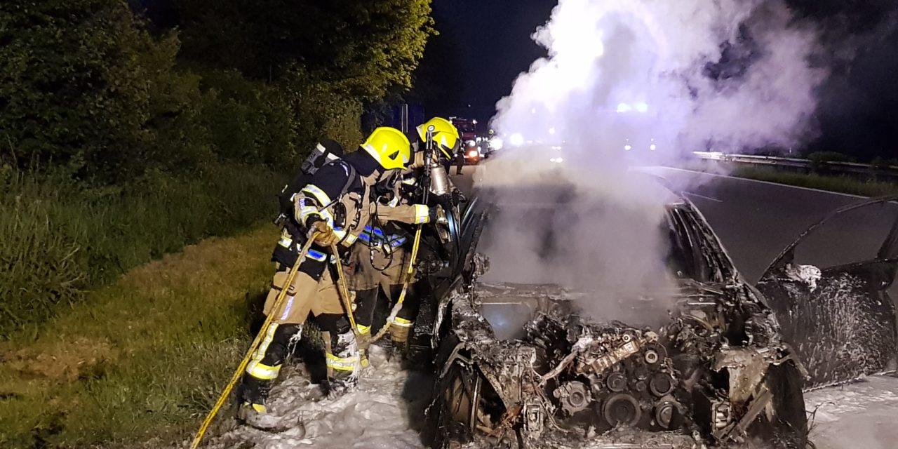 Pkw brennt auf der A23