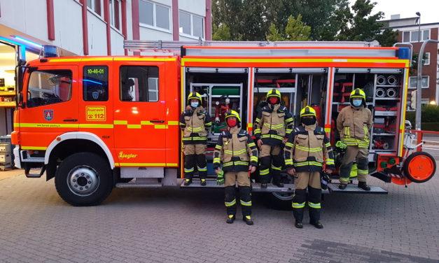 Vier neue Truppmänner und eine neue Truppfrau für die Feuerwehr Pinneberg