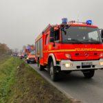 Einsatzfahrzeuge von Feuerwehr und Rettungsdienst an der Einsatzstelle