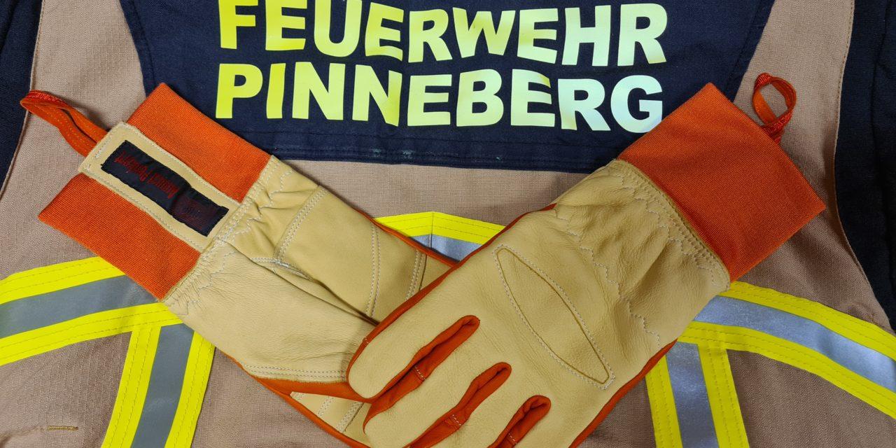 Neue Schutzhandschuhe für die Feuerwehr Pinneberg