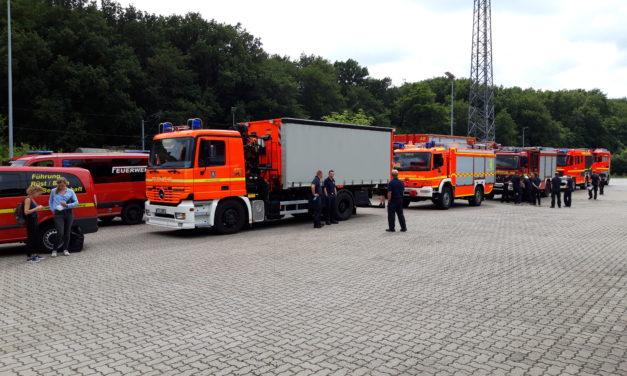 Feuerwehr Pinneberg auf dem Weg in die Hochwasserregion