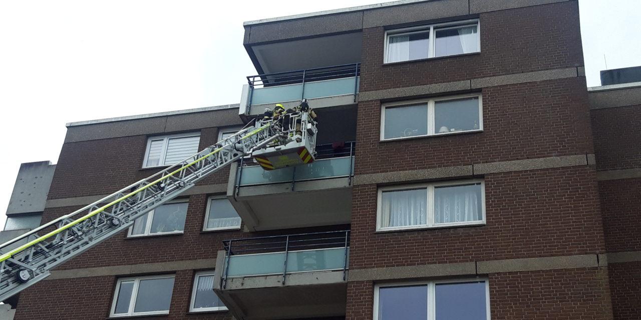 Feuer auf Balkon – Bewohner öffnete nicht die Tür